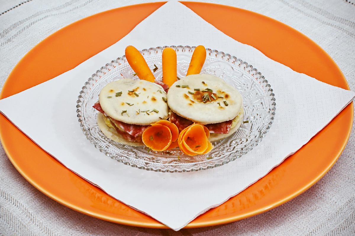 """Tartine di chapati con salame """"Il Crü """" e mousse di zucchine _pagina"""